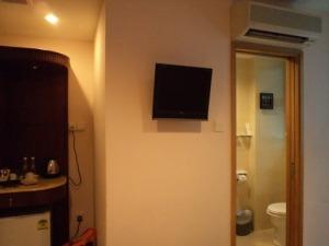Kamar mandinya pun kecil