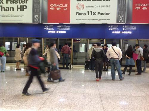Menunggu kereta ke Terminal 1