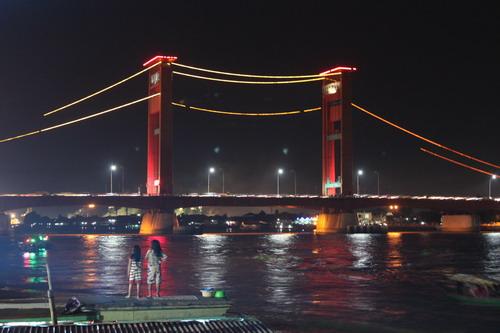 jembatan ampera sebelum lampu LED dinyalakan