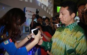 Perkenalan XL Tunai Tap di Indonesia Celullar Show
