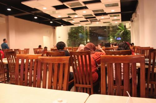 suasana di dalam restoran