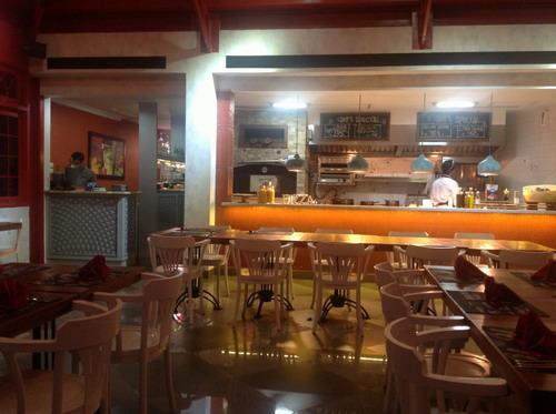 Bagian dalam restoran la vita bella
