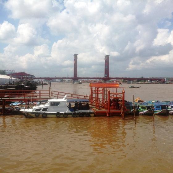 Jembatan Ampera dari Riverside