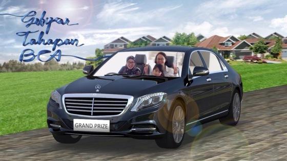 Dan inilah foto kami bergaya naik Mercedez Benz.