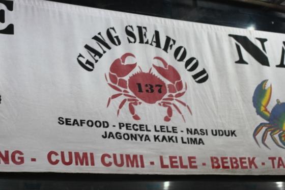 Gang Seafood menyediakan semua masakan yang biasa ada di warung seafood