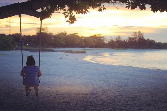 sunset di pantai depan hotel