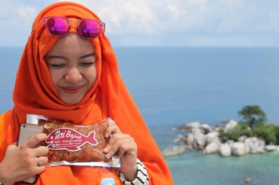 Windi Setia Dewi di Mercusuar Pulau Lengkuas
