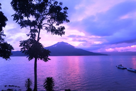 Gunung Seminung dan danau Ranau