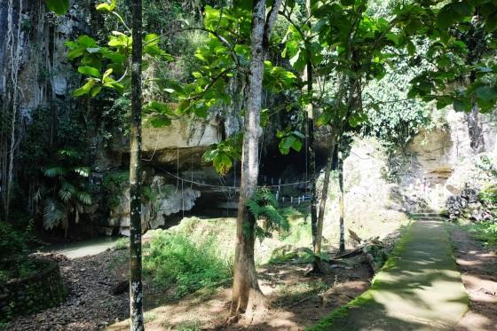 Jalan menuju gua putri