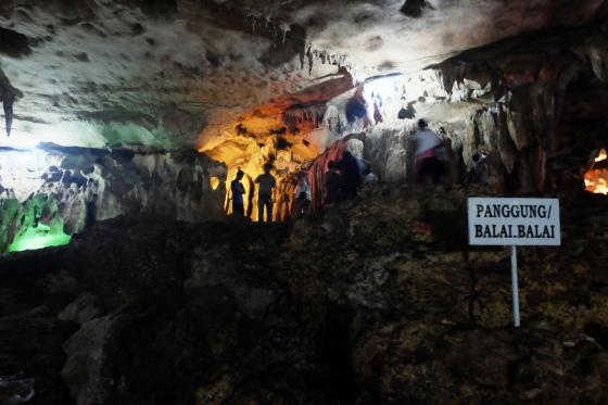Bagian panggung besar di dalam gua