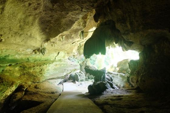 Menuju jalan keluar dari gua putri