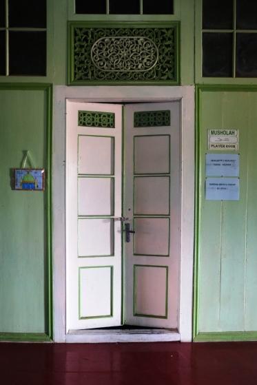 Ukiran pintunya cantik