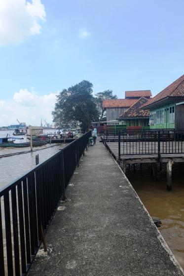 Kalau lewat sungai, kita akan melewati tempat ini agar bisa naik atau turun dari kapal