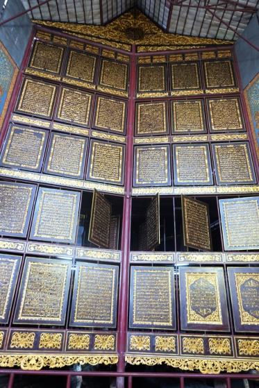 Lembaran Al-Qurannya bisa dibalik.